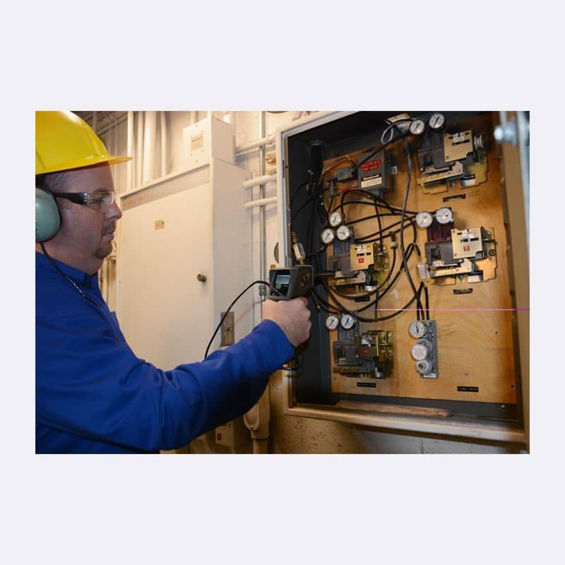Onderhoud Persluchtlekkage Monteur Van Elewout Kompressoren